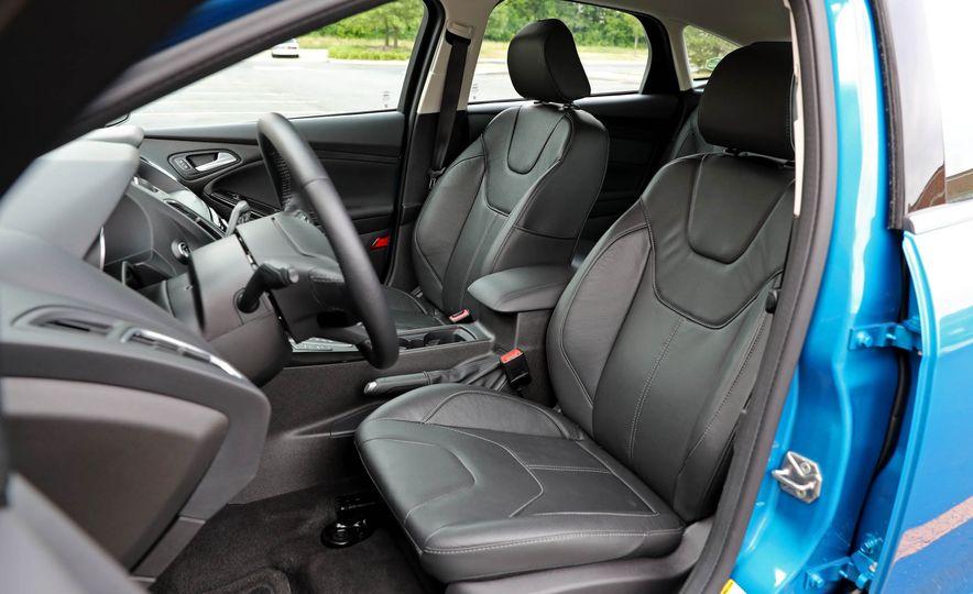 2016 Ford Focus Titanium hatchback - Slide 53