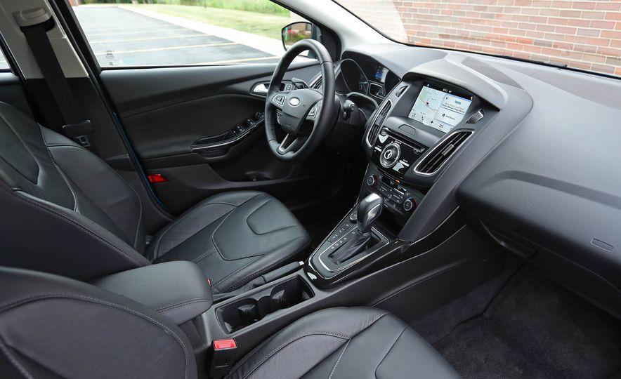 2016 Ford Focus Titanium hatchback - Slide 54