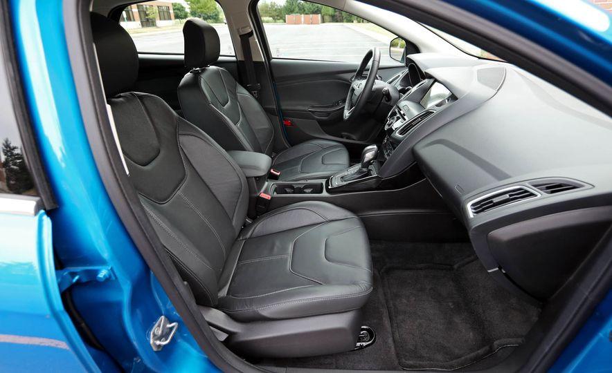 2016 Ford Focus Titanium hatchback - Slide 55