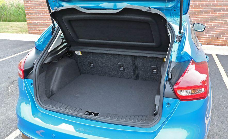 2016 Ford Focus Titanium hatchback - Slide 61