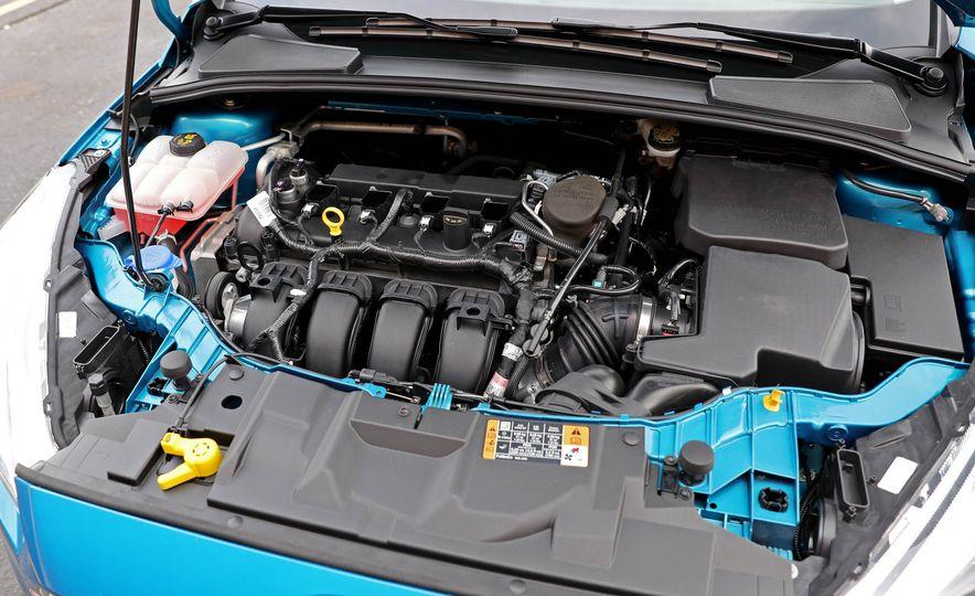 2016 Ford Focus Titanium hatchback - Slide 62