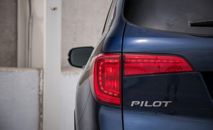 2016 Honda Pilot Elite AWD - Slide 47