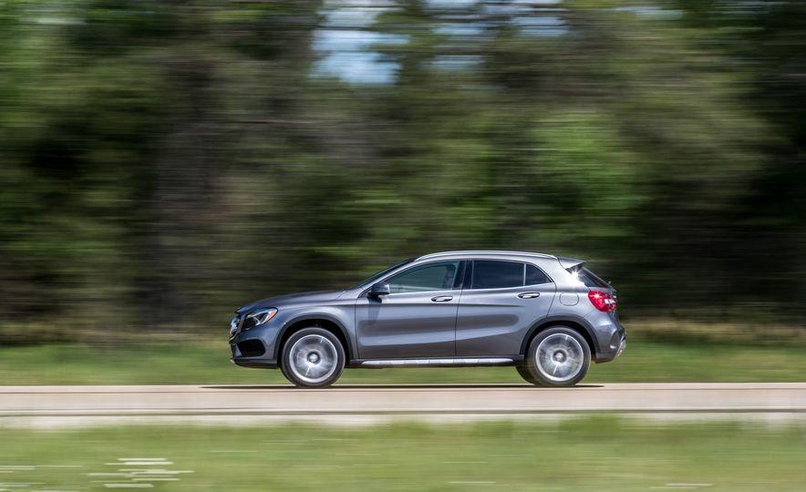 2016 Mercedes-Benz GLA250 - Slide 11