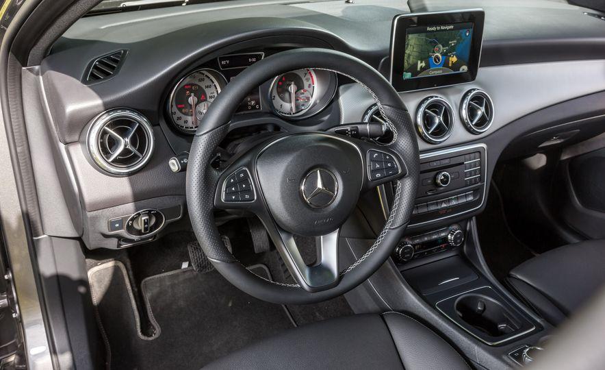 2016 Mercedes-Benz GLA250 - Slide 33