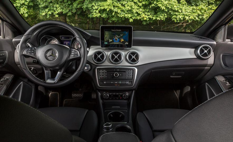 2016 Mercedes-Benz GLA250 - Slide 34