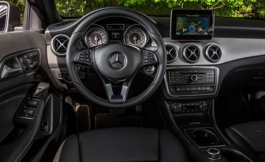 2016 Mercedes-Benz GLA250 - Slide 35