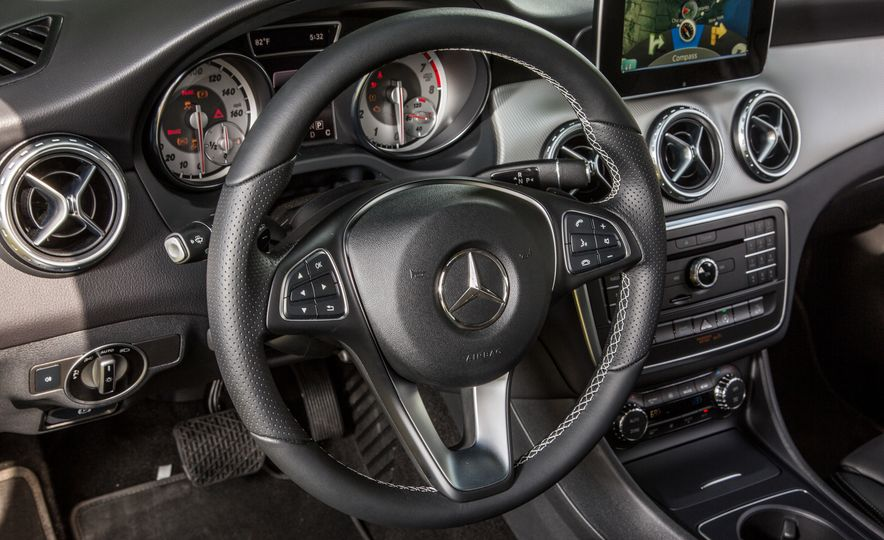 2016 Mercedes-Benz GLA250 - Slide 37