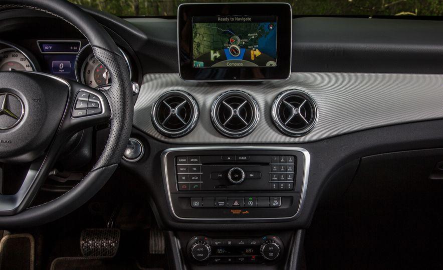 2016 Mercedes-Benz GLA250 - Slide 38
