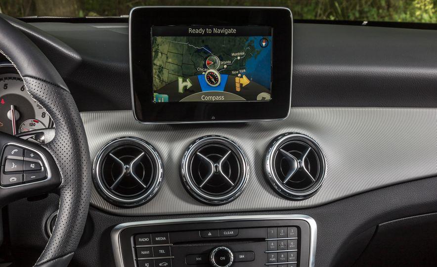2016 Mercedes-Benz GLA250 - Slide 39