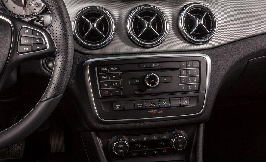 2016 Mercedes-Benz GLA250 - Slide 41
