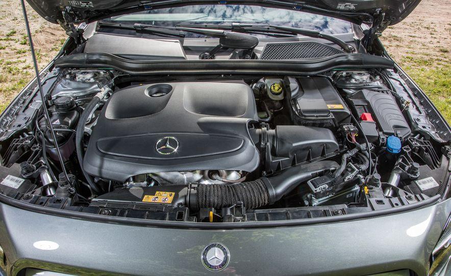 2016 Mercedes-Benz GLA250 - Slide 49