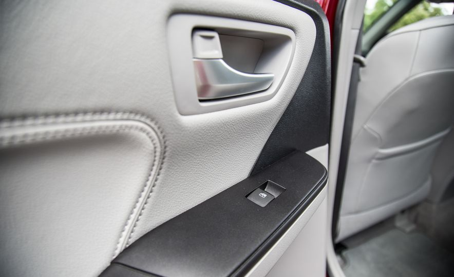 2016 Toyota Camry - Slide 31