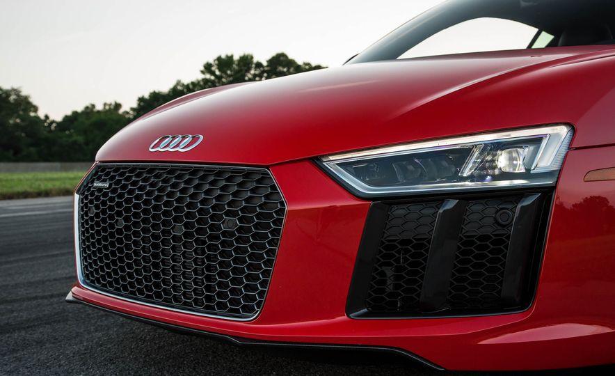 2017 Audi R8 V-10 Plus - Slide 10