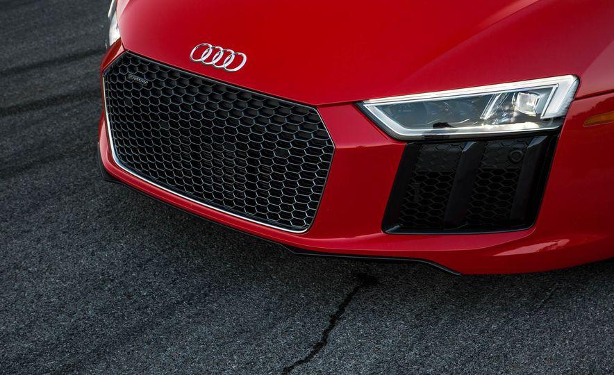 2017 Audi R8 V-10 Plus - Slide 12