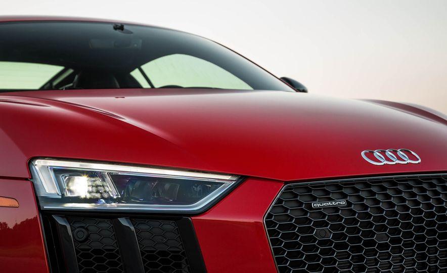 2017 Audi R8 V-10 Plus - Slide 13