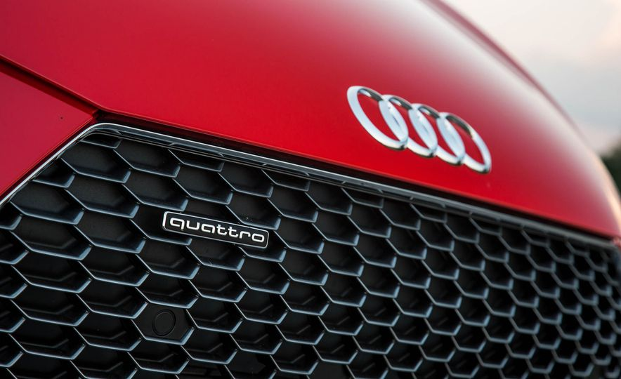 2017 Audi R8 V-10 Plus - Slide 14