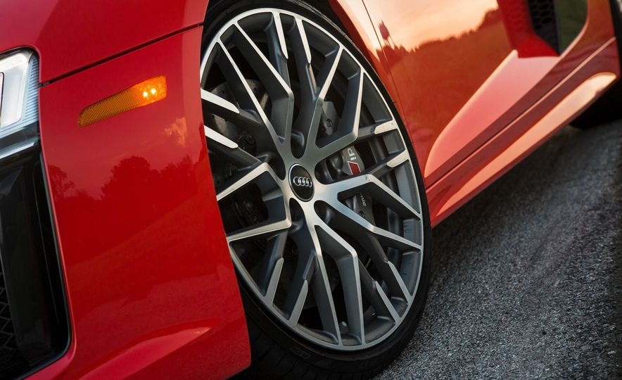 2017 Audi R8 V-10 Plus - Slide 16
