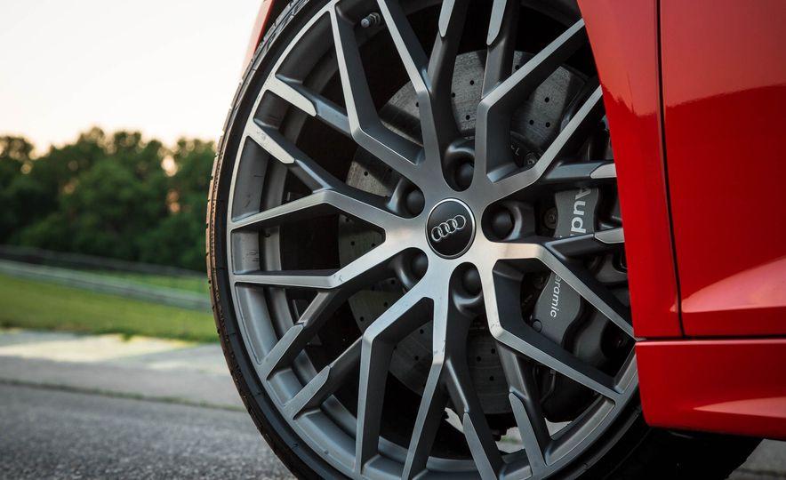 2017 Audi R8 V-10 Plus - Slide 17