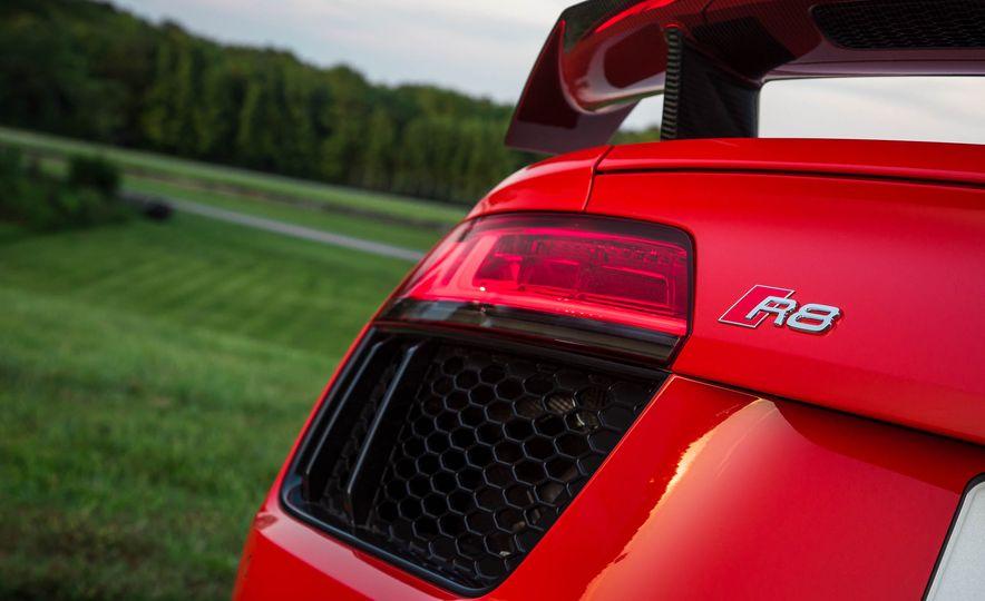 2017 Audi R8 V-10 Plus - Slide 20