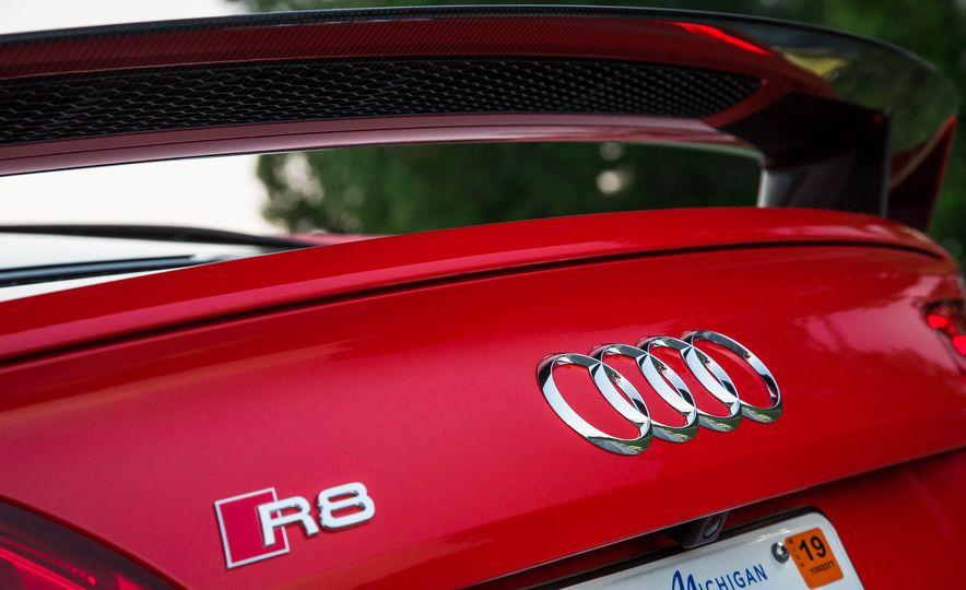 2017 Audi R8 V-10 Plus - Slide 21