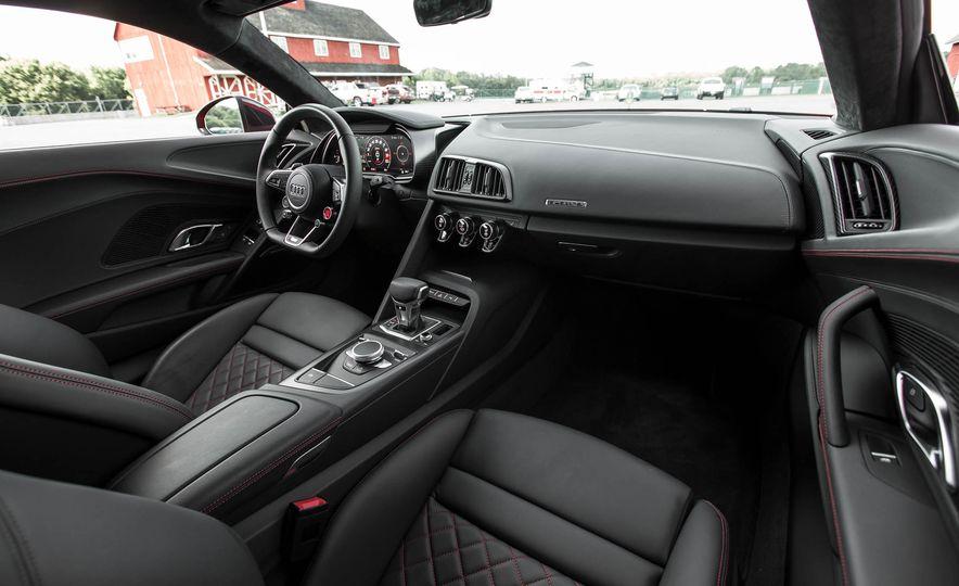 2017 Audi R8 V-10 Plus - Slide 27