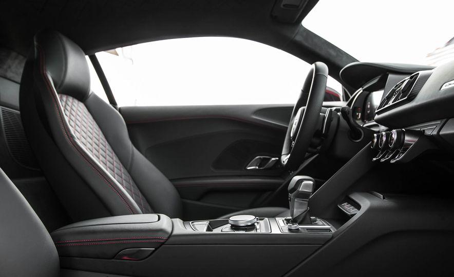 2017 Audi R8 V-10 Plus - Slide 28