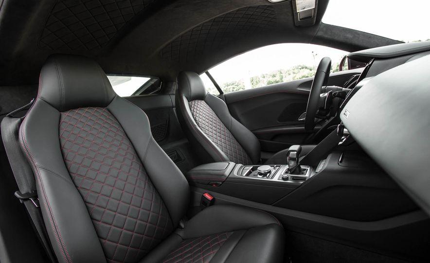 2017 Audi R8 V-10 Plus - Slide 29