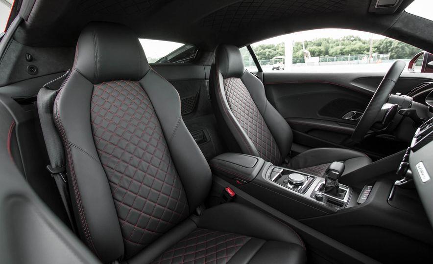 2017 Audi R8 V-10 Plus - Slide 30