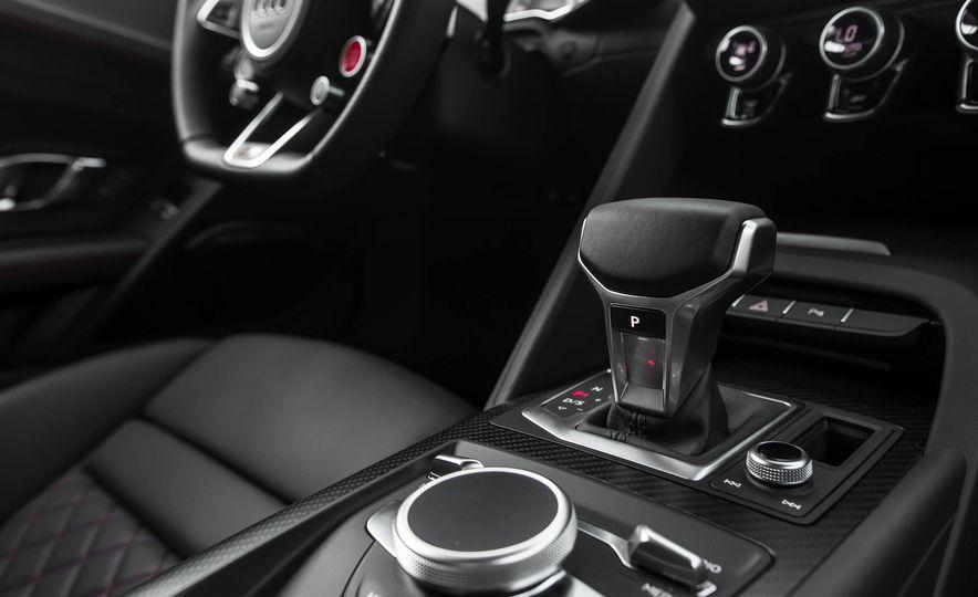 2017 Audi R8 V-10 Plus - Slide 39