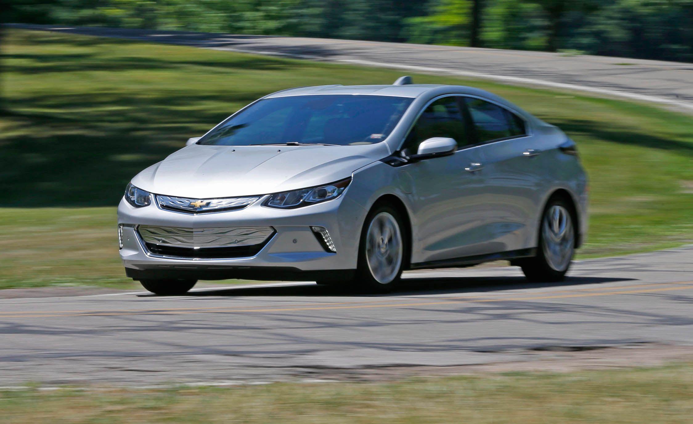 2019 Chevrolet Volt Reviews Price Photos And Specs Car Driver