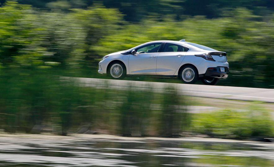 2017 Chevrolet Volt Premier - Slide 5