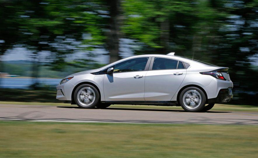 2017 Chevrolet Volt Premier - Slide 9