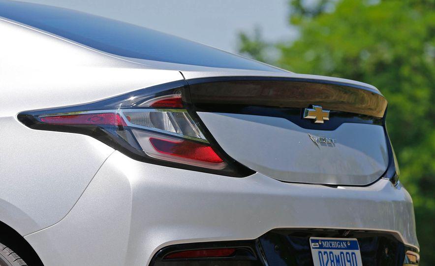 2017 Chevrolet Volt Premier - Slide 16