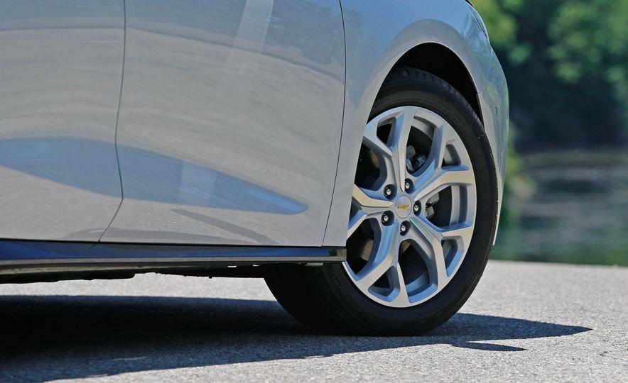 2017 Chevrolet Volt Premier - Slide 17