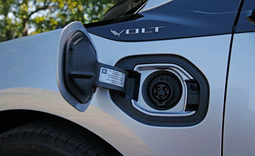2017 Chevrolet Volt Premier - Slide 19