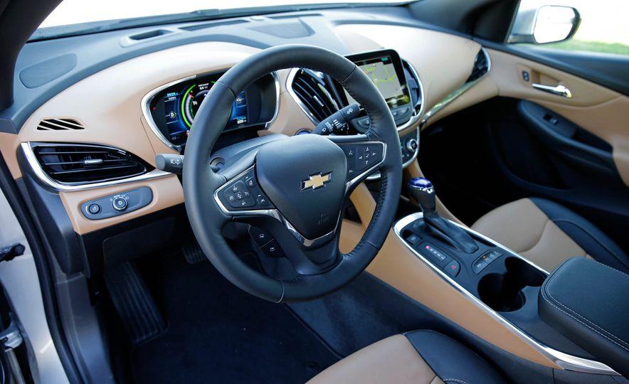 2017 Chevrolet Volt Premier - Slide 20