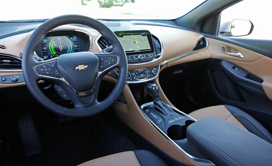 2017 Chevrolet Volt Premier - Slide 21