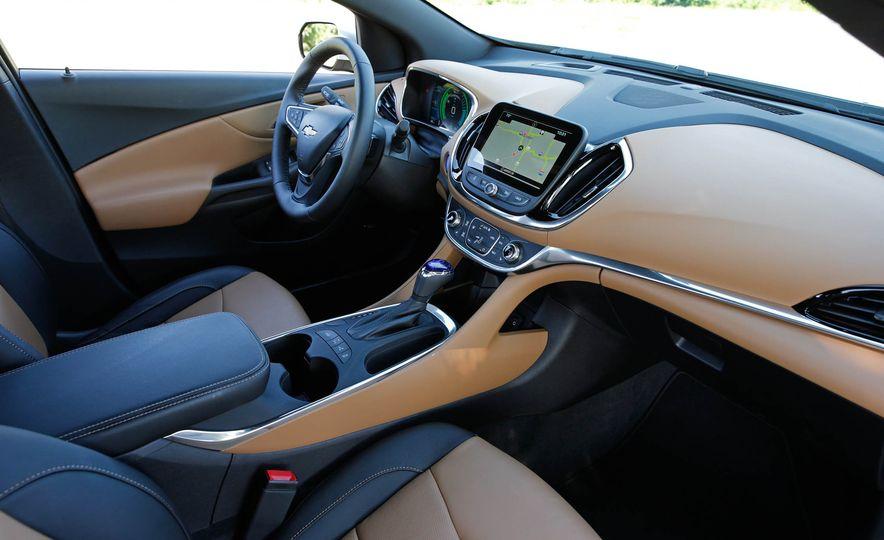 2017 Chevrolet Volt Premier - Slide 31