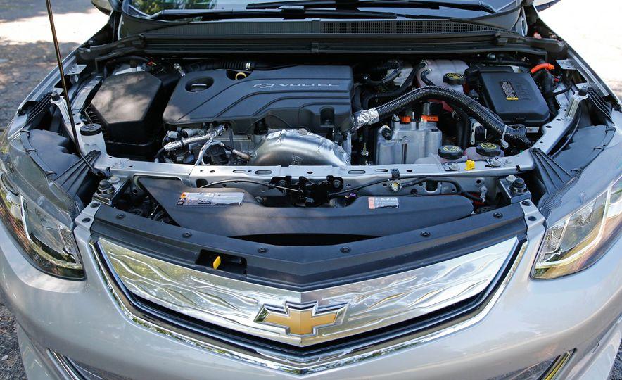 2017 Chevrolet Volt Premier - Slide 36