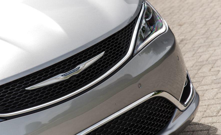 2017 Chrysler Pacifica - Slide 19
