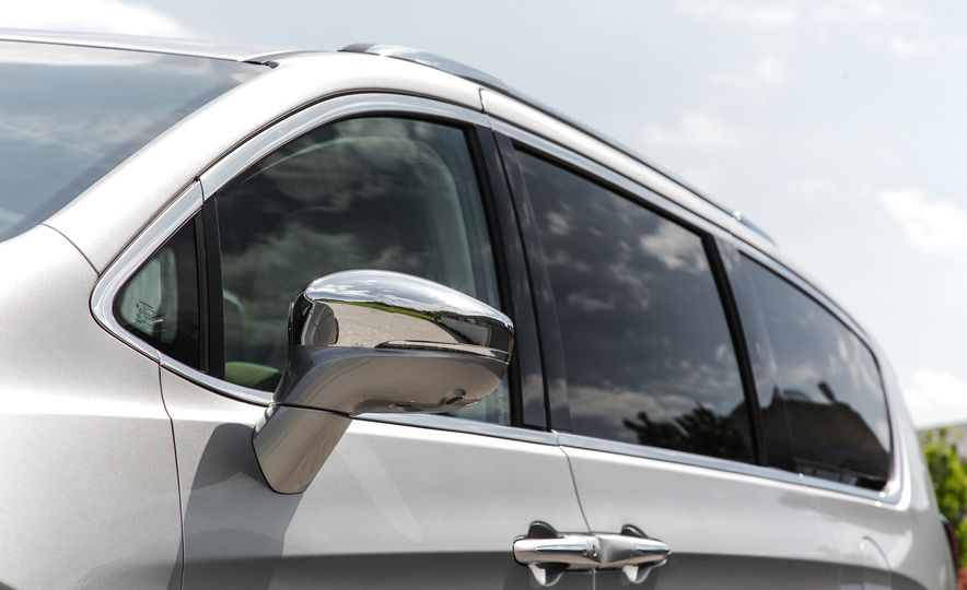 2017 Chrysler Pacifica - Slide 22