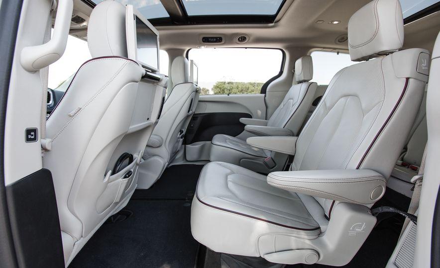 2017 Chrysler Pacifica - Slide 33