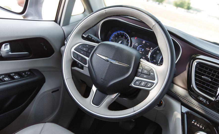 2017 Chrysler Pacifica - Slide 41