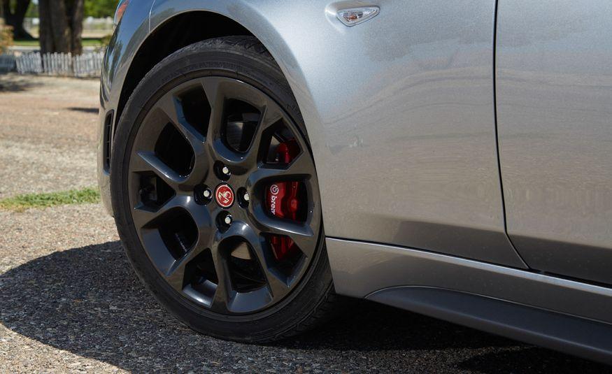 2017 Fiat 124 Spider Abarth - Slide 15