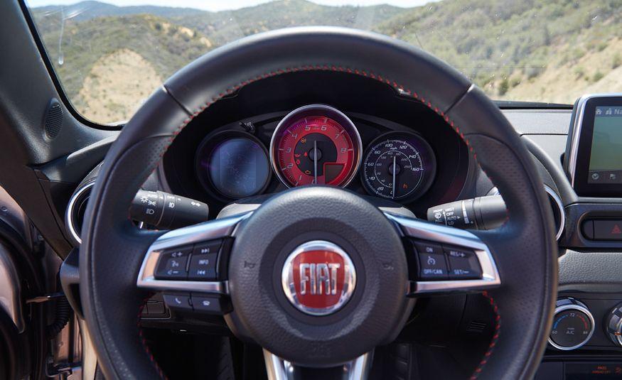2017 Fiat 124 Spider Abarth - Slide 25
