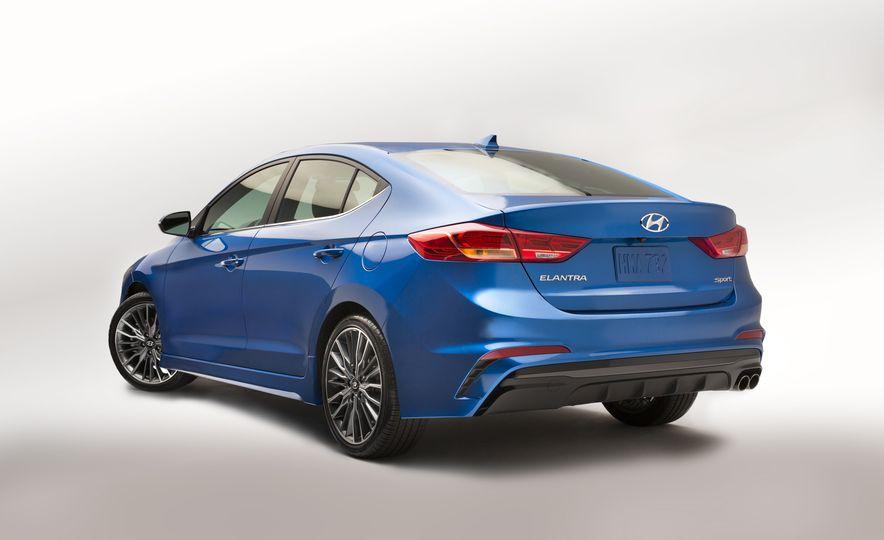 2017 Hyundai Elantra Sport - Slide 5