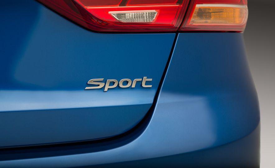 2017 Hyundai Elantra Sport - Slide 9
