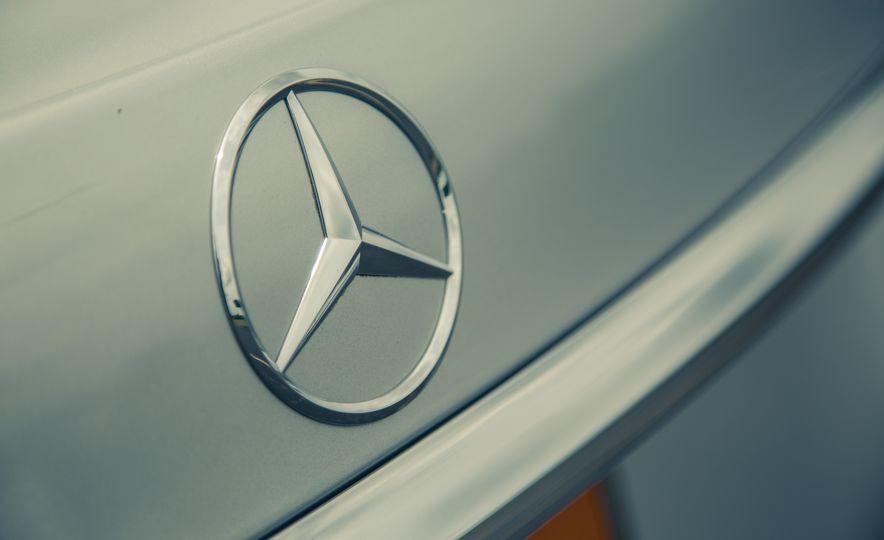 2017 Mercedes-Benz E300 4MATIC - Slide 18