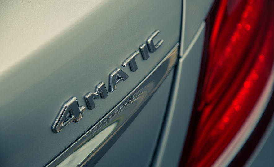 2017 Mercedes-Benz E300 4MATIC - Slide 19