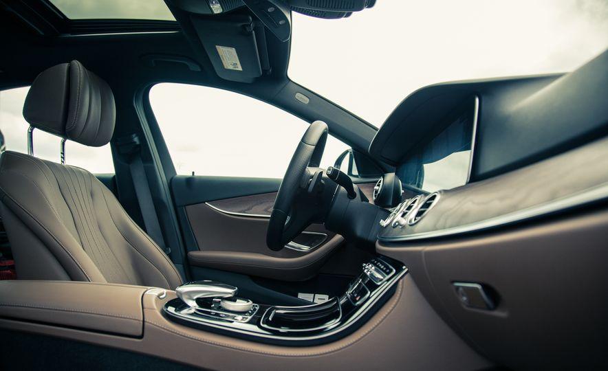 2017 Mercedes-Benz E300 4MATIC - Slide 20
